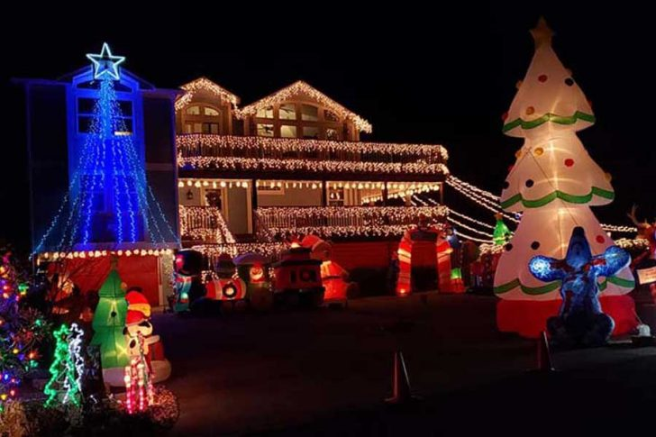 The Christmas inflatables of Southern Shores